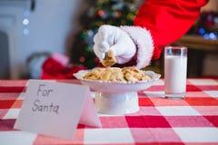 圣诞老人的早餐在桌上保持了 库存图片