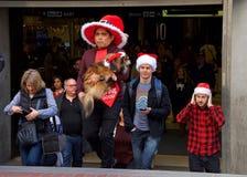 圣诞老人的未认出的参加者在旧金山,加州精读 图库摄影