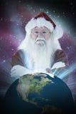 圣诞老人的综合图象微笑与被交叉的双臂 库存照片