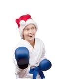 圣诞老人盖帽的女孩是在机架空手道 免版税图库摄影