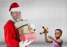 圣诞老人藏品堆圣诞节礼物和男孩有玩具的 图库摄影