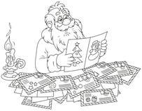 圣诞老人读书信件 免版税库存照片