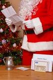 圣诞老人读取信函 库存图片