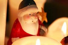 圣诞老人项目和蜡烛装饰 免版税库存照片