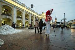 圣诞老人项目在高跷的圣彼德堡 免版税库存照片