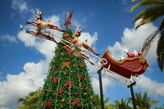 圣诞老人骑马驯鹿雪橇圣诞快乐 免版税库存照片