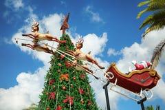 圣诞老人骑马驯鹿雪橇圣诞快乐 库存图片