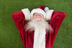 圣诞老人说谎,睡眠并且有一个好的梦想 免版税库存照片