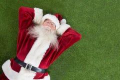 圣诞老人说谎,睡眠并且有一个好的梦想 库存图片
