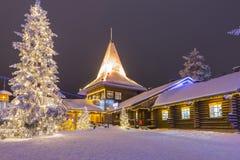 圣诞老人Joulupukki办公室在罗瓦涅米村庄 库存照片