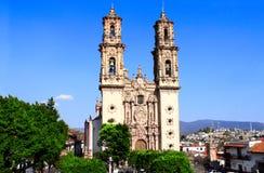 圣诞老人Prisca教区教堂, Taxco de阿拉尔孔市, Mex门面  库存照片