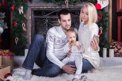 圣诞节、技术和人概念 免版税库存图片