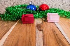 圣诞节、新年和华伦泰的红色礼物盒装饰 库存图片
