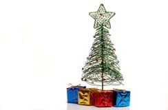 圣诞节下礼品结构树 图库摄影