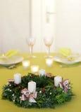 圣诞节不是被点燃的花圈 免版税库存照片
