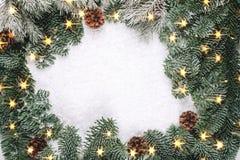 圣诞节与光的冷杉花圈 免版税图库摄影