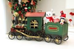 圣诞节与填充动物玩偶的火车装饰品 免版税库存照片