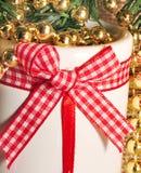 圣诞节与小珠的蜡烛台 免版税库存照片