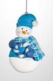 圣诞节与帽子和花圈的装饰品雪人 免版税图库摄影