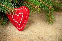 圣诞节与手工制造装饰的杉树 免版税库存图片