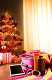 圣诞节与片剂的太阳假日 免版税库存照片