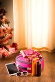 圣诞节与片剂的太阳假日 免版税库存图片