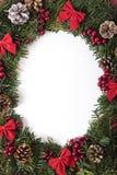 圣诞节与白色拷贝空间的花圈边界,垂直 免版税库存图片