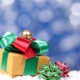 圣诞节与礼物盒正方形的bokeh背景 库存图片