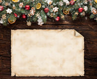 圣诞节与空白的纸卷的杉树装饰 库存图片
