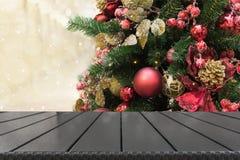 圣诞节与空的桌面的假日背景 免版税库存照片