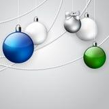圣诞节与蓝色,绿色和白色球的装饰品背景 皇族释放例证