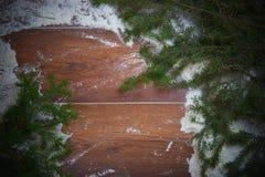 圣诞节与雪和云杉的分支的假日背景 大量复制空间 图库摄影