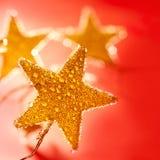 圣诞节丢弃金黄红色星形 库存图片