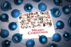 圣诞节中看不中用的物品的综合图象在桌上的 库存图片