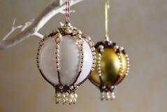 圣诞节中看不中用的物品装饰品饰以珠宝 库存图片