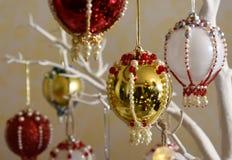 圣诞节中看不中用的物品装饰品饰以珠宝 免版税库存照片
