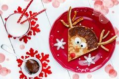 圣诞节乐趣孩子的食物想法-驯鹿薄煎饼 库存图片