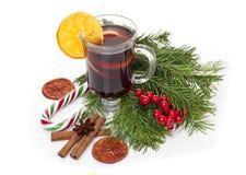 圣诞节仔细考虑了酒、曲奇饼、香料和装饰品 免版税库存图片
