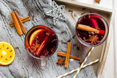 圣诞节仔细考虑了酒用桂香、桔子和茴香 图库摄影