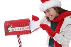圣诞节信函邮寄的妇女 库存图片