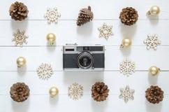 圣诞节假日和新年快乐背景 照相机和Chr 图库摄影