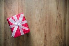 圣诞节假日和新年快乐背景 礼物盒机智 免版税库存图片