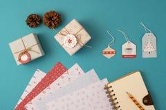 圣诞节假日文具集合顶视图 免版税库存图片