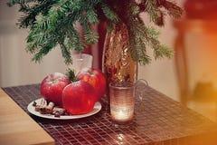 圣诞节假日桌的准备 库存照片