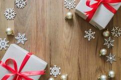 圣诞节假日背景 圣诞节装饰和礼物bo 库存照片