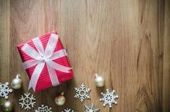 圣诞节假日背景 圣诞节装饰和礼物bo 免版税图库摄影