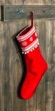 圣诞节储存 与雪花的红色袜子圣诞老人礼物的 库存照片