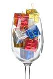 圣诞节充分的礼品玻璃酒 免版税库存照片