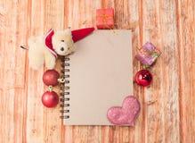 圣诞节克劳斯颜色等高穿戴了象人快活的新的圣诞老人单独主题向量妇女年的愉快的例证层 库存图片