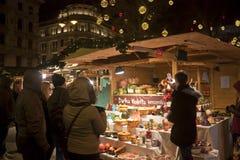 圣诞节公平在Vörösmarty广场在布达佩斯 免版税库存图片